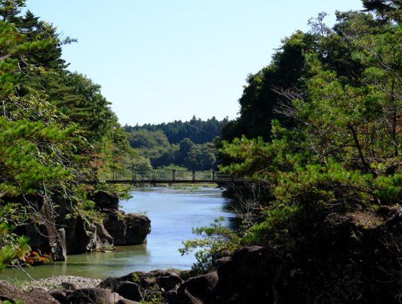 厳美渓の紅葉直前の風景写真