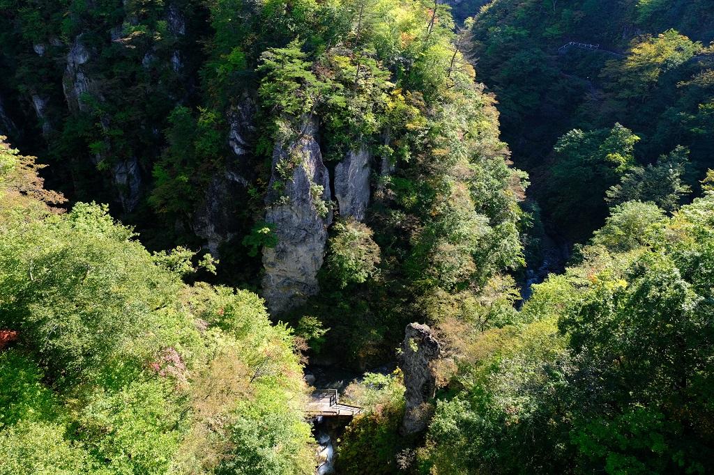 鳴子大橋から見た鳴子峡の風景写真