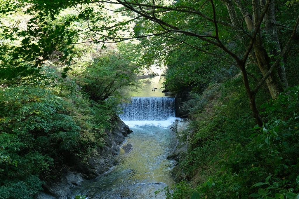 鳴子峡遊歩道の小ダムの風景