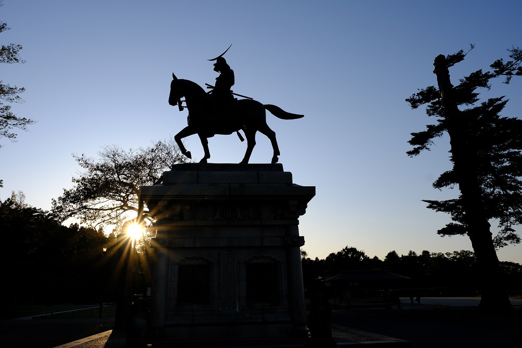 青葉城址公園の伊達政宗公の銅像の風景写真