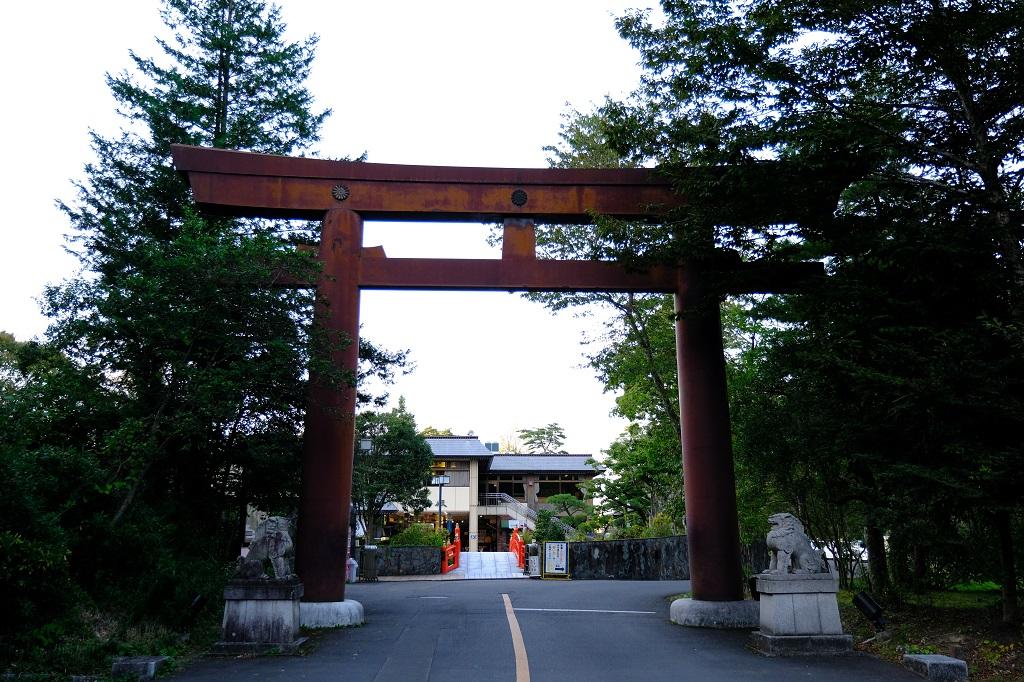 仙台城跡公園の入り口の門の写真