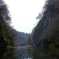 猊鼻渓の秋の紅葉終わりのころの写真