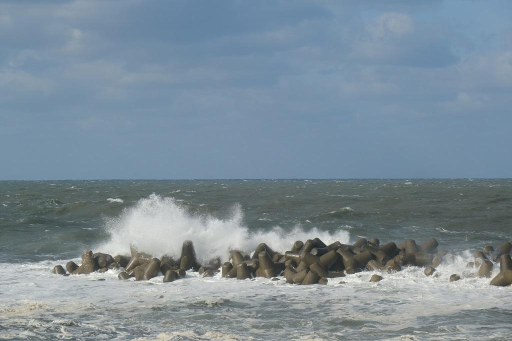 日本海の11月の荒波の写真