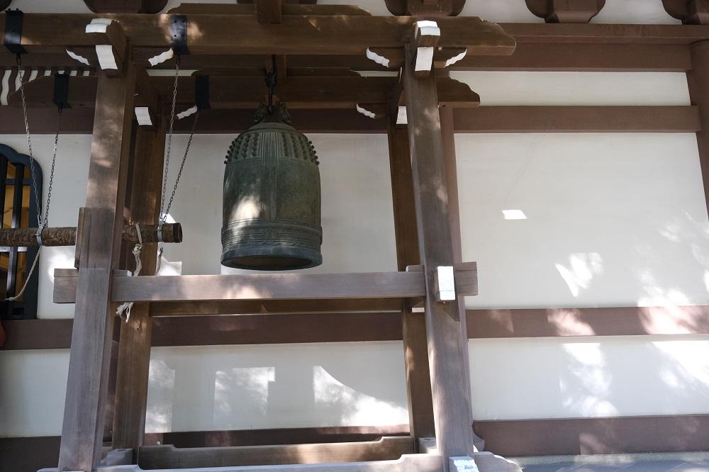 縁が記事の鐘の写真