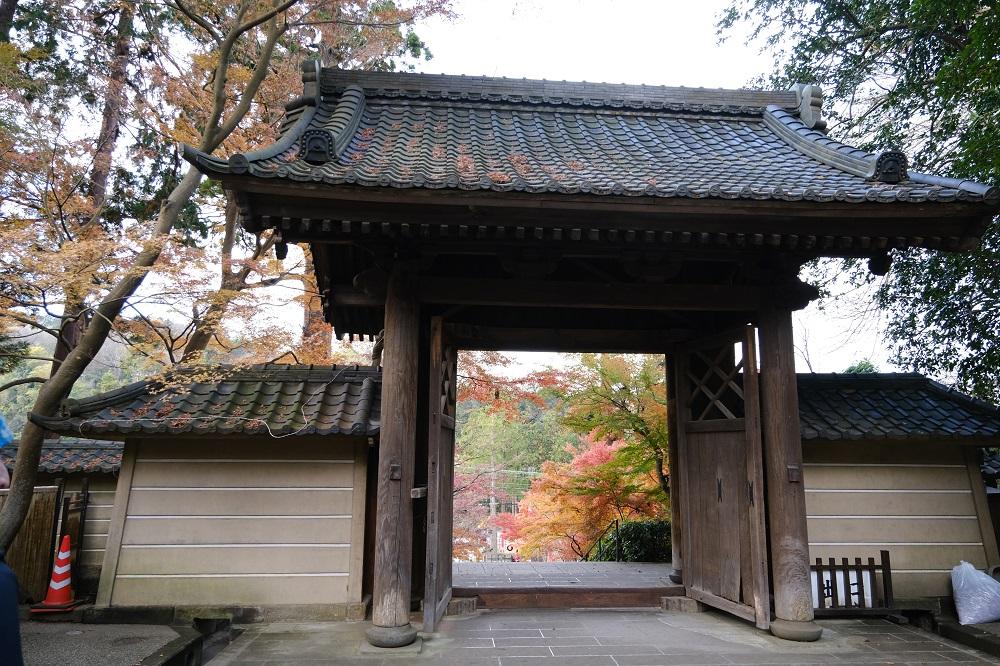 円覚寺の入り口正門の風景