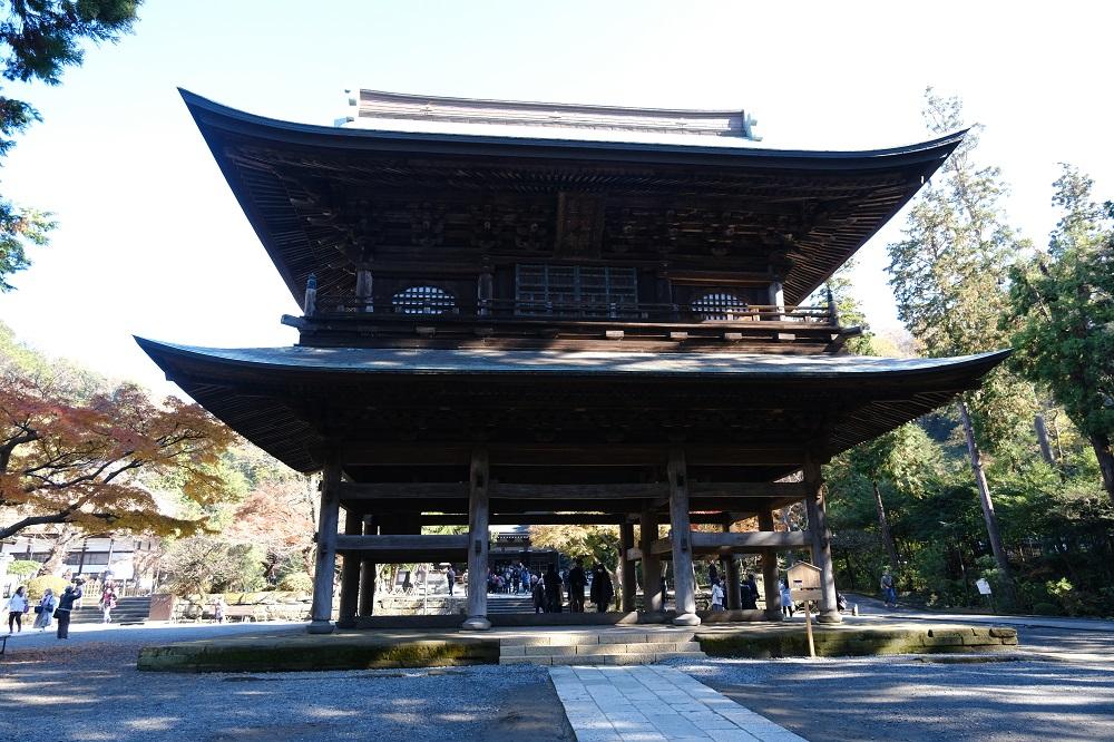 円覚寺の山門の正面の姿