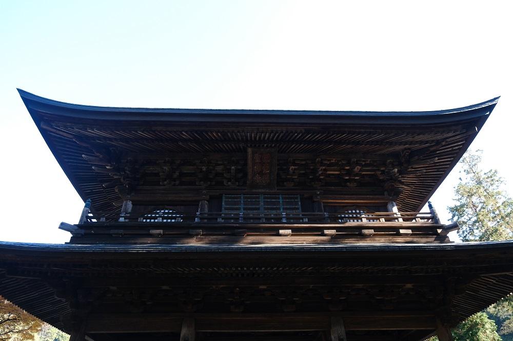 円覚寺の山門の上の方の写真