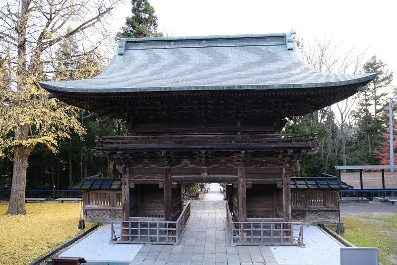 仙台東照宮の秋の紅葉時の隋身門写真
