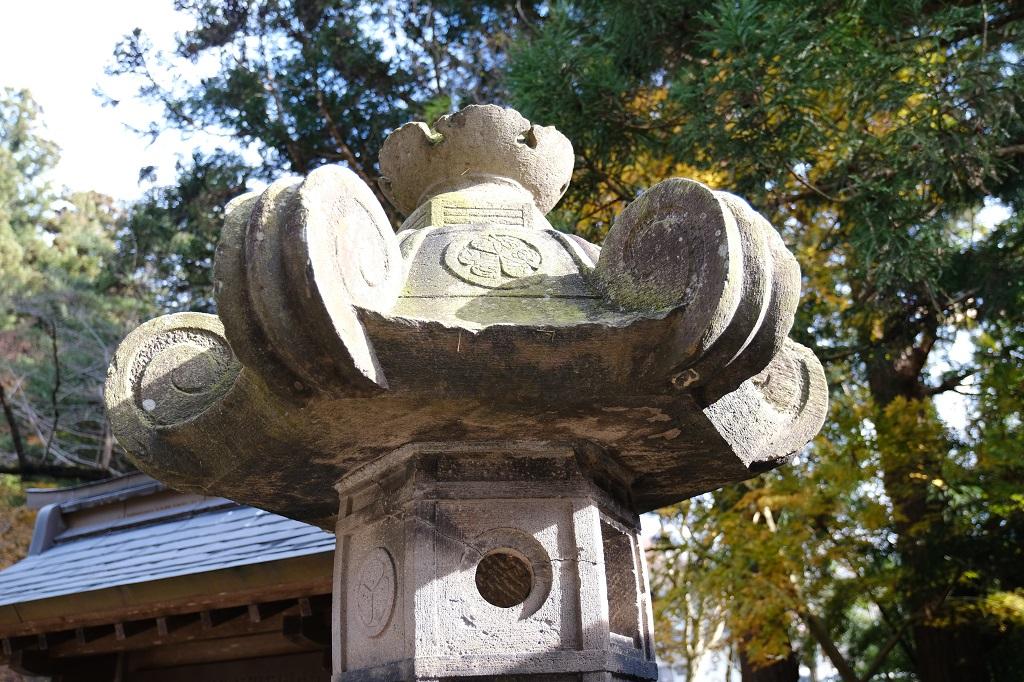 山寺立石寺本堂わきの灯篭