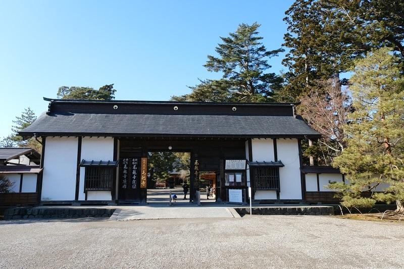 毛越寺の山門の写真