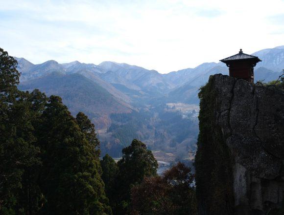 山寺立石寺の納経堂と五大堂からの景色の写真