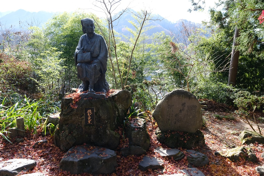 山寺立石寺松尾芭蕉の句碑と像