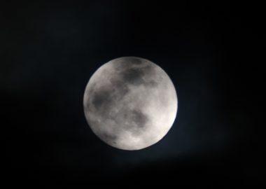 1月の満月の前日の月