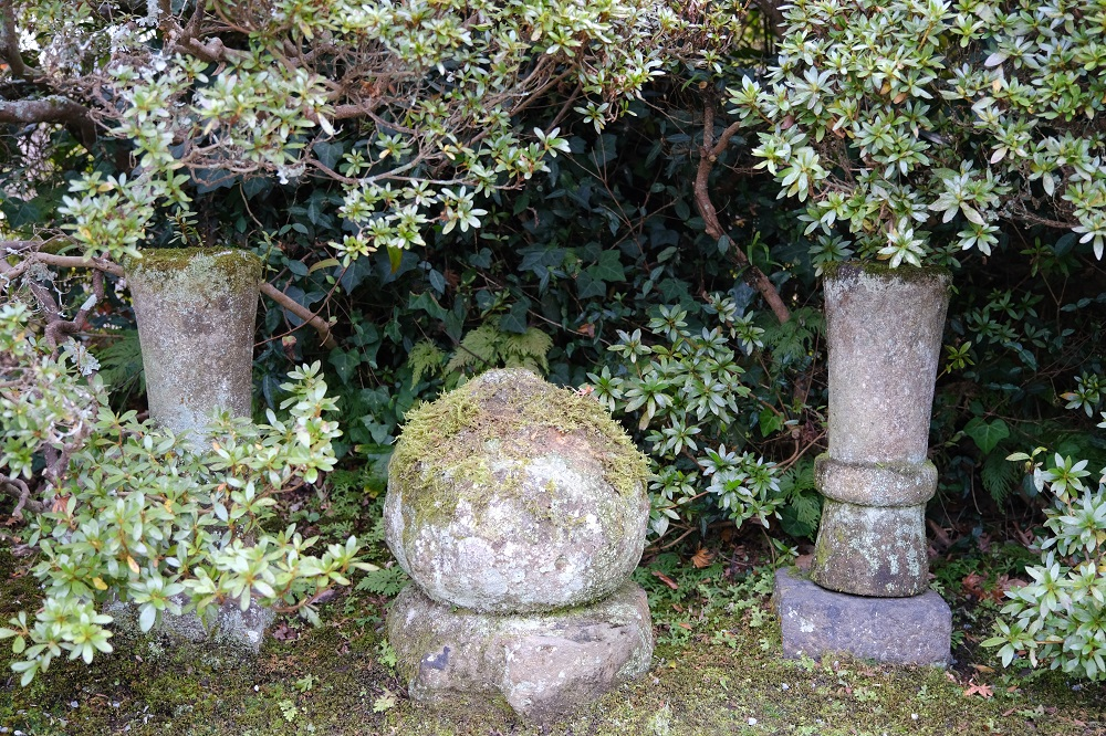 海蔵寺の灯篭の写真