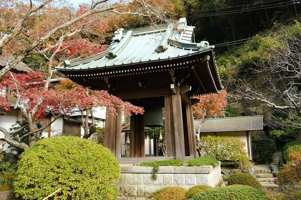 海蔵寺の鐘楼の写真