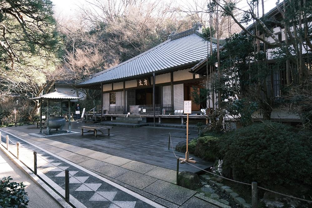 明月院の冬1月の院内の風景写真
