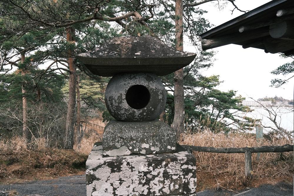 雄島の石灯篭の写真