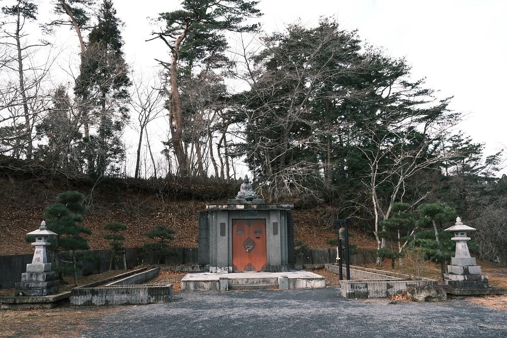 西行戻しの松公園の白衣観音の写真