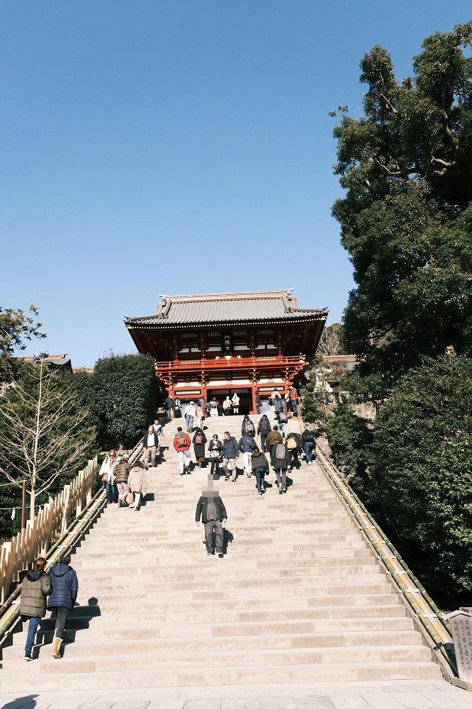 鶴岡八幡宮の参拝の階段の風景写真