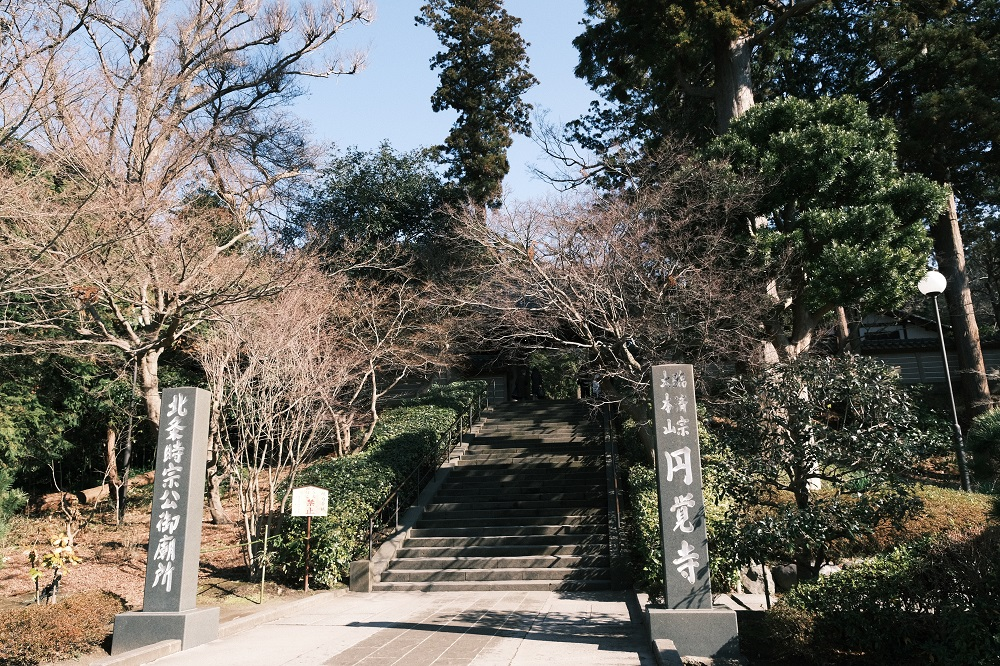 円覚寺の冬の正門の風景写真