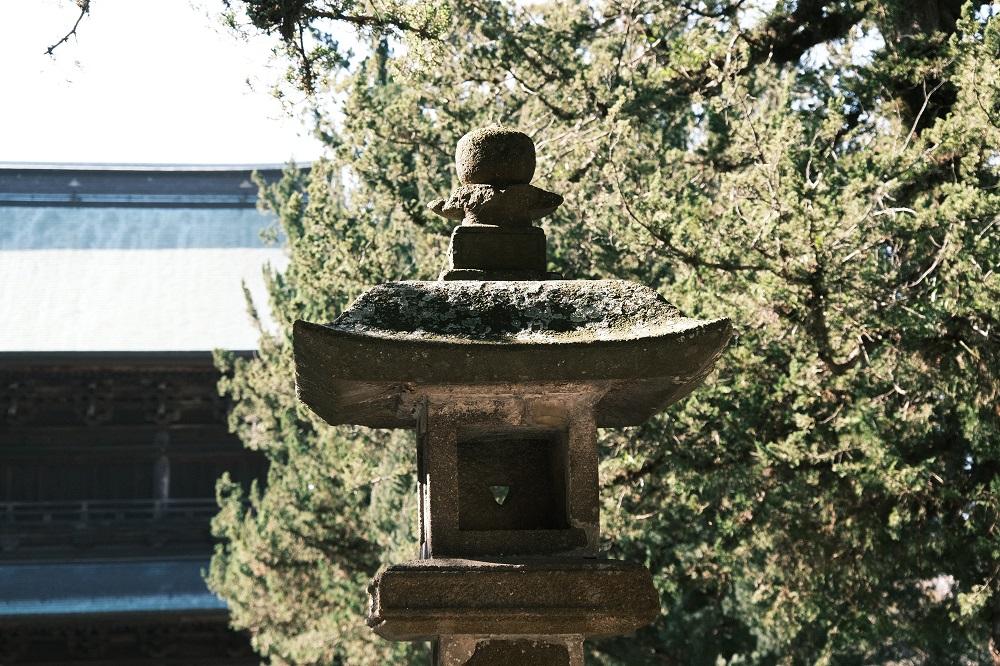 円覚寺の石灯篭の写真