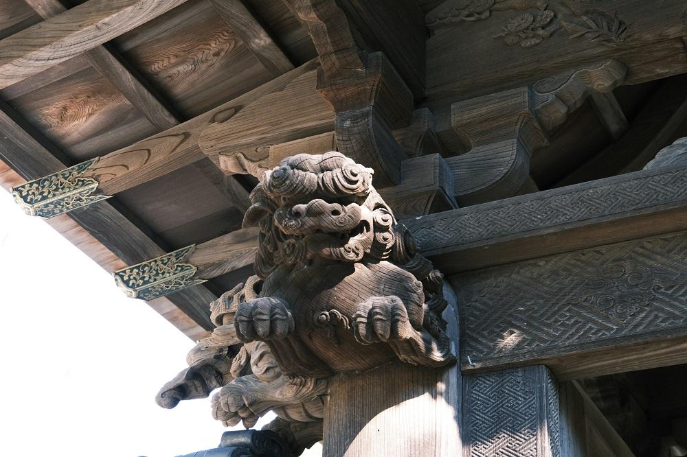 方丈の正門の彫刻の写真