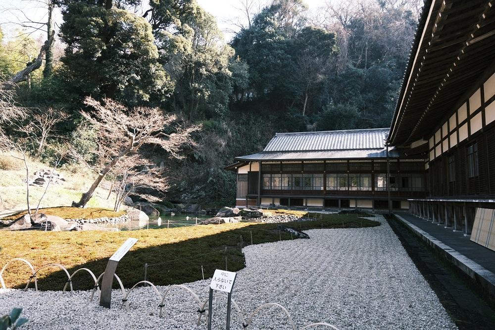 方丈の裏の庭園の風景