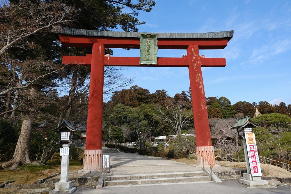 塩竃神社の冬2月の志波彦神社の鳥居の写真