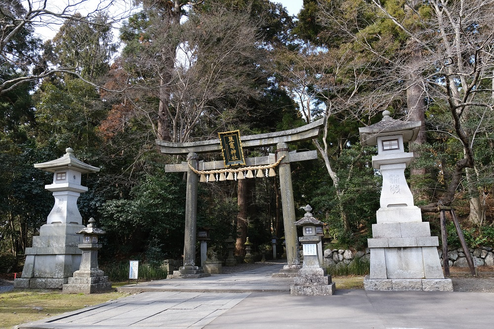 塩竃神社の冬2月の鳥居の写真