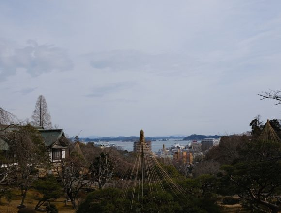 塩釜神社の庭園の風景写真