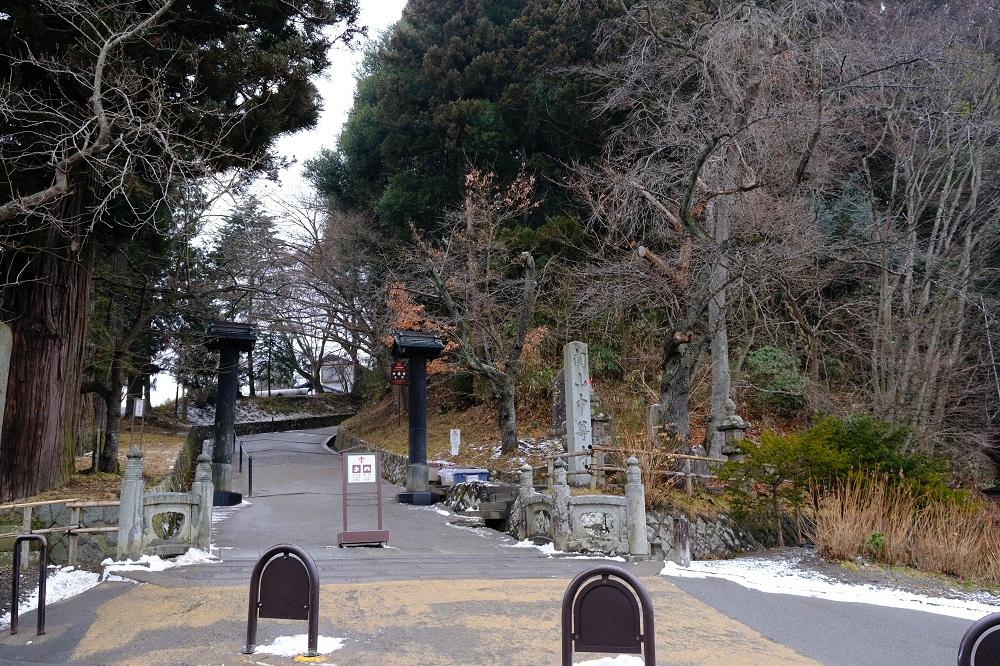 平泉中尊寺月見坂の入り口の写真
