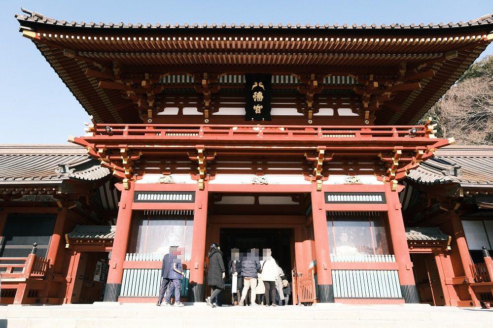 鶴岡八幡宮の本殿の正門の写真