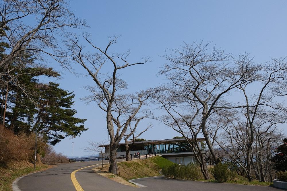 西行戻しの松公園のカフェロマンの写真