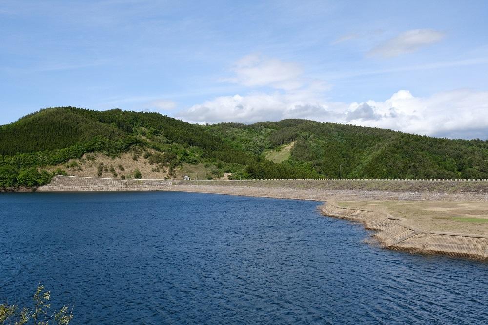 五月の荒砥沢ダムの風景写真