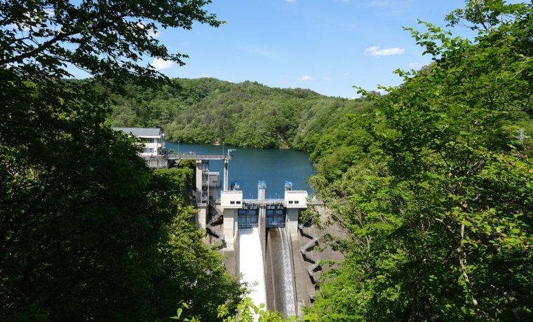 花山ダムの夏の風景写真