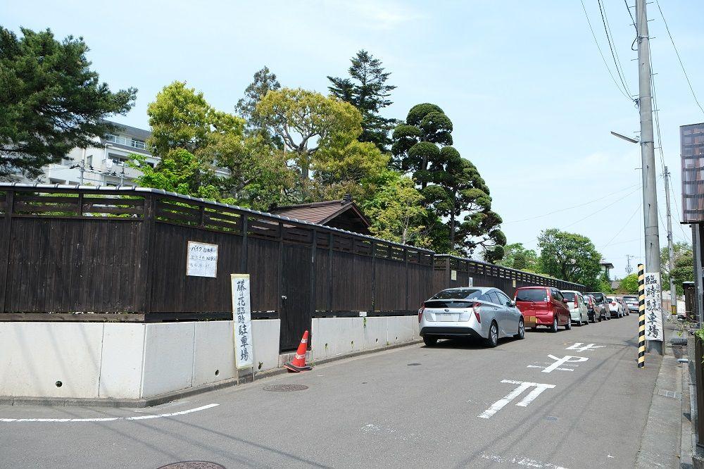 子平町の藤の花の臨時の駐車場の風景写真