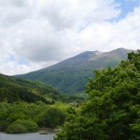 横川渓谷のやまびこ吊り橋から見や山の風景の写真