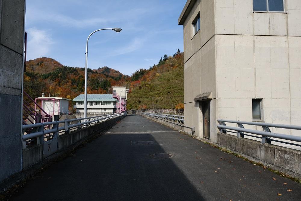 入畑ダムの天板の風景・
