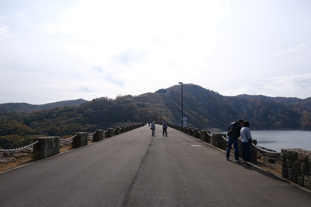 胆沢ダムの天板の写真