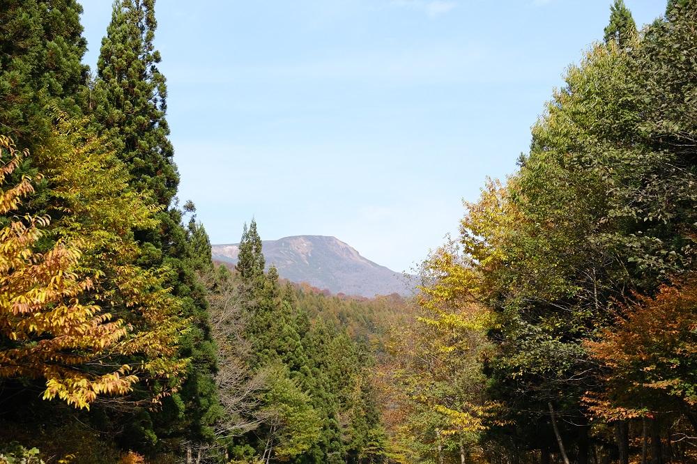 栗駒焼石ほっとラインから見た焼石岳の写真