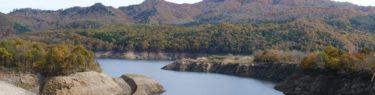 胆沢ダムの上流の紅葉の写真