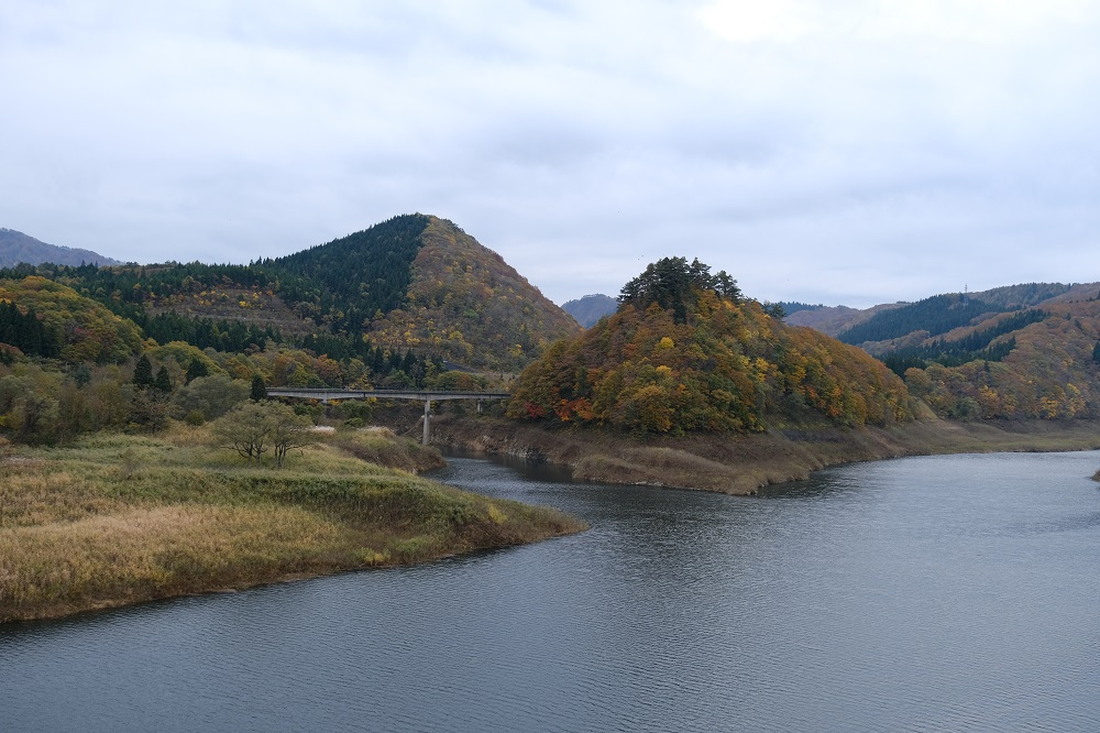 錦秋湖の紅葉の写真