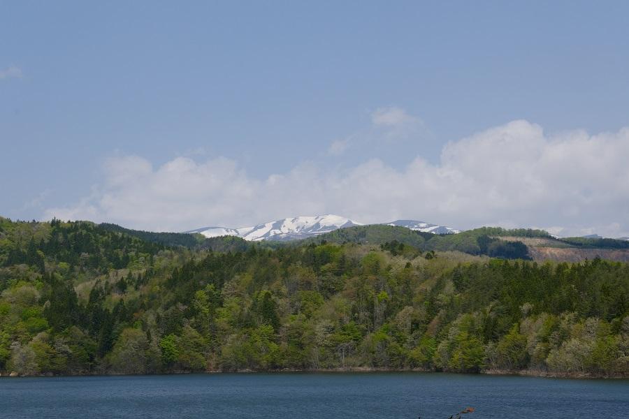 荒砥沢ダムから見た栗駒山のの風景写真